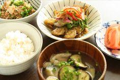 メインは小アジの南蛮漬け。具だくさんのお味噌汁は、手軽にたっぷり野菜を採れるのでいいですね。