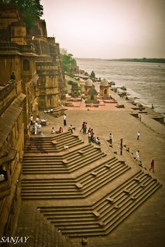 Maheshwar temple - Madhya Pradesh, India - To visit when the climb is in a strug. - Maheshwar temple – Madhya Pradesh, India – To visit when the climb is in a struggle - Places To Travel, Places To See, Places Around The World, Around The Worlds, Wonderful Places, Beautiful Places, Temple Architecture, Ancient Architecture, Amazing India