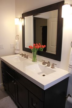 42 Popular Red Black And White Bathroom Decor Ideas - LuvlyDecor White Bathroom Decor, Small Bathroom, Bathroom Tubs, White Bathrooms, Bathroom Black, Bathroom Toilets, Bathroom Storage, Best Bathroom Vanities, Bathroom Renos