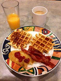 Waffles and turkey bacon breakfast Bacon Breakfast, Turkey Bacon, Waffles, Food, Essen, Waffle, Meals, Yemek, Eten