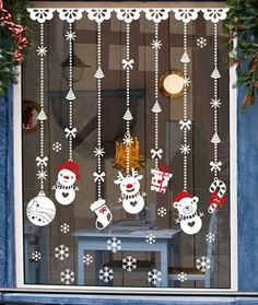 Christmas Window Decor Ideas that'll give your home a Vivacious look - Ethinify Grinch Christmas Decorations, Wall Christmas Tree, Christmas Window Display, Christmas Art, Christmas Ornaments, Christmas Stocking, Christmas Paintings, Windows, Decor Ideas