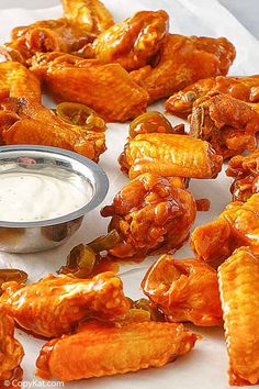 Pluckers Hot Wings are crispy fried chicken wings tossed in a spicy jalapeno Buffalo Sauce. Make them at home with this easy copycat recipe. Serve with ranch or blue cheese dressing for a tasty appetizer or dinner. Crispy Fried Chicken Wings, Chili, Ranch Dressing Recipe, Copykat Recipes, Easy Chicken Recipes, Chicken Recepies, Turkey Recipes, Restaurant, Simple