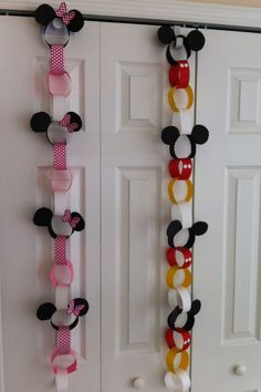 20 Cutest Collection Of Disney Themed Christmas Decor Best paper garland to decorate door. 20 Cutest Collection Of Disney Themed Christmas Decor Best paper garland to decorate door. Mickey E Minnie Mouse, Theme Mickey, Mickey Mouse Parties, Mickey Birthday, Mickey Party, Disney Themed Party, Mickey Mouse Crafts, 2nd Birthday, Disney Diy