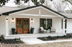 Simple and Beautiful Front Porch Decor - Beneath My Heart Front Porch Addition, Front Porch Design, House Porch Design, Front Porch Pergola, Back Porch Designs, Front Porch Columns, Home Exterior Makeover, Exterior Remodel, Br House