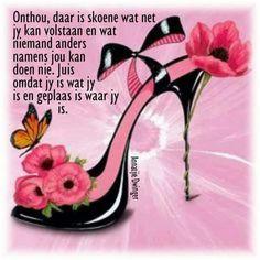 In Boom Stiletto II Pósters por E. Arte Fashion, Shoe Sketches, Flower Shoes, 3d Prints, 5d Diamond Painting, Pink Heels, Shoe Art, Belle Photo, Designer Shoes
