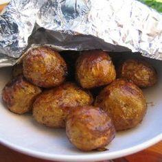 Uudet perunat uunissa valmistettuna Potato Recipes, Baked Potato, Muffin, Potatoes, Baking, Breakfast, Ethnic Recipes, Food, Morning Coffee
