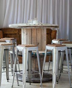 table en touret bois, tabourets en bois et acier pour une ambiance industrielle a faire soi meme