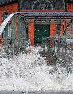 Gischt; Hochwasser; Fischaukionshalle Hamburg