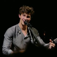 """1,454 curtidas, 2 comentários - Shawn Mendes Updates (@shawnmendesupdates1) no Instagram: """"December 18: Photo of Shawn performing onstage in Tokyo, Japan…"""""""
