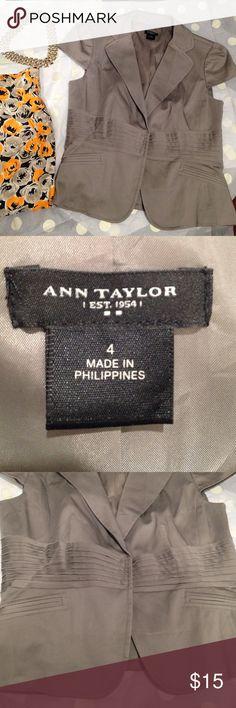 Ann Taylor blazer excellent condition Ann Taylor beautiful blazer Ann Taylor Jackets & Coats Blazers