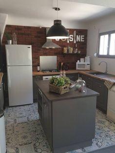 m6 maison vendre le gris des meubles le plateau en bois clair murs blanc acier le. Black Bedroom Furniture Sets. Home Design Ideas