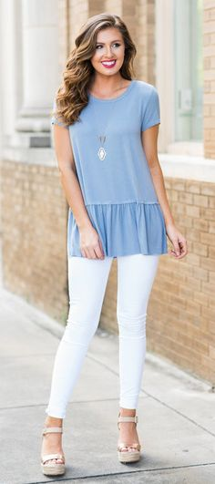 summer outfits  Grey Top + White Skinny Jeans