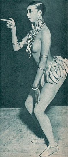 """Aye, wenn man sich Josephine Bakers berühmten Banana Dance im Folies Bergère, einem der bekanntesten Pariser Varietétheater so ansieht, liegt der Gedanke doch schon recht nahe. Allerdings """"twerkt"""" sie um einiges sympathischer als die HipHop Bunny heutzutage, die manchmal schon penetrant, pornös ihre sekundären Geschlechtsmerkmale in die Kamera halten."""
