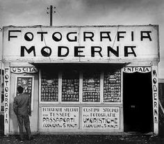 Fotografia Moderna, Alfredo Camisa -- [so beyootyful! Modern Photography, Street Photography, Marcus Black, Street Signs, Picture Captions, New Media, Signage, Monochrome, Bee