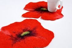 love these felted poppies... Love poppies :-D