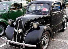 Ford Anglia E494A, voiture routière de 1948  La Ford Anglia E494A, cette voiture ancienne fut fabriquée de 1948 à 1953, cette Ford Anglia de 1948 mesure 1.45 mètres de large, 3.87 mètres de long, et a un empattement de 2.29 mètres.