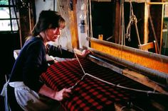 Step into Weaver's Cottage and be transported back to the days when Kilbarchan was at the heart of the thriving Scottish textile industry. This restored historic 18th-century cottage near Glasgow vividly recreates the living and working conditions of a typical handloom weaver. The atmospheric, low-beamed rooms are filled with period furniture and household objects, displayed to give a real feel for the everyday life of the families who lived and worked here.