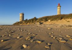 Le phare des Baleines, construit en 1853, est haut de 57 mètres.#phare #pharedesbaleines #saintclementdesbaleines #ilderé #charentemaritime