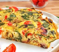 This spinach tomato frittata is a keto, low carb and recipe that's perfect for any meal from brunch to dinner, they're easy and delicious. Healthy Frittata, Spinach Frittata, Frittata Recipes, Low Carb Quiche, Keto Recipes, Healthy Recipes, Raw Vegetables, Italian Dishes, Whole 30 Recipes