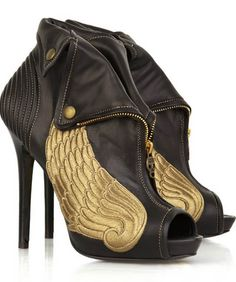 "McQueen! These are the shoes Elizabeth Banks ""Effie"" in the hunger games wears in the movie! I DIE!!!!"