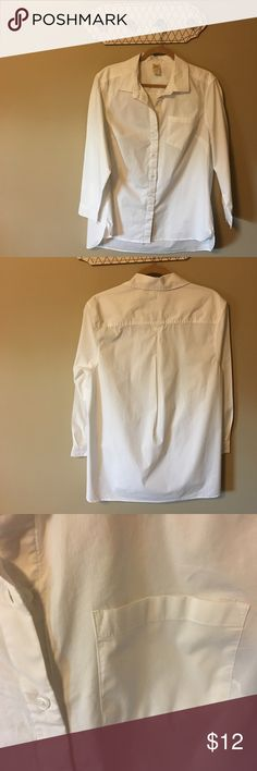 """Faded Glory womens white button front tunic Size1X Faded Glory womens white button front tunic Size1X. Long sleeves. Hi-lo hem. Can be worn out or belted. A nice crisp white collared shirt. Length  33"""", Bust 22"""". 100% cotton. Like new Condition. Faded Glory Tops Button Down Shirts"""