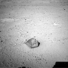 "On it's trip to the ""Glenelg"" area the Curiosity recently came accross this interesting pyramid shaped rock that's about 25 centimeters tall and 40 centimeters wide. The rover team has assessed it as a suitable target for the first use of Curiosity's contact instruments on a rock. (Photo:  NASA/JPL-Caltech)"