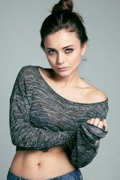 Mini Skirt Style, Turkish Women Beautiful, Turkish Actors, Barista, Mini Skirts, Turtle Neck, Actresses, Pullover, Crop Tops