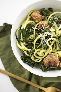 Spicy Parmesan-Garlic Zucchini Pasta with Sausage and Kalettes Really nice recipes. Every hour. Show me what you cooked! Spiralizer Recipes, Pasta Recipes, New Recipes, Dinner Recipes, Cooking Recipes, Healthy Recipes, Breakfast Recipes, Recipies, Veggie Noodles