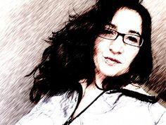 """Nació en Bilbao en 1964. Es licenciada en Periodismo. Obtuvo un diploma de coach en Paris. En 1991 se trasladó a Francia. Trabaja como productora y periodista en Euronews TV. También ha intervenido como profesora de lengua y cultura española en """"L´École de Management"""" de Lyon y en """"Formathèmes"""", entre otros. Ha colaborado en las revistas Galea, Pérgola, Arbola, Ajo Blanco y Zurgai. Sus poemas aparecen en la antología """"Poesía en Bilbao"""" (1986) y en la """"Antología Poética Vasca"""" (1987). Bilbao, Aurora, Writing Workshop, Spanish Culture, Garlic, Journaling, France, Journals, White People"""