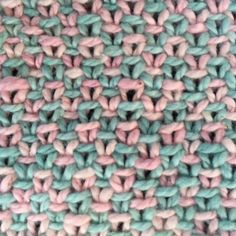 Linnen steek uitgelegd - Breiclub.nl Knitting Stitches, Merino Wool Blanket, Cross Stitching, Cross Stitch Patterns, Needlework, Knitwear, Knit Crochet, Weaving, Quilts