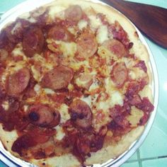 Home made frying pan pizza with beef paprika sausages, cheddar cheese and cinnamon pizza sauce.. Yuuum!