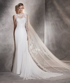 Agora - Mermaid wedding dress in gauze with embroidery on the back