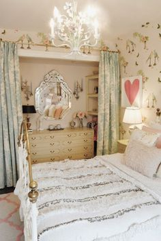 Gold and pink girly and elegant room! I adore the mini chandelier #gold #pink #elegant #room