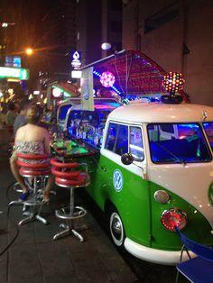 Street bar, soi 11 Sukhumvit, Bangkok