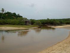 #praia #beach #ceuazul #bluesky #mar #sea #bluesea #ferias #holiday #sol #summer #sun #natureza #nature #amigos #friends #Brazil #BR #Bahia #Trancoso Encontro do rio com o mar.