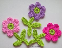 soranyi crochet: Flores a crochet Knitted Flowers, Crochet Flower Patterns, Applique Patterns, Crochet Motif, Crochet Designs, Crochet Doilies, Knit Crochet, Crochet Decoration, Crochet Squares