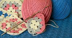 Virka mormorsrutor är lätt. Här får du både beskrivningen och råden som hjälper dig sätta ihop rutorna till något fint. Alzheimer, Knitted Hats, Crochet Earrings, Mesh, Kids Rugs, Knitting, Style, Fashion, Diy And Crafts