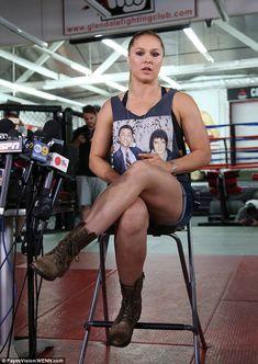 Ronda Rousey wearing an Elvis & Ali shirt Ronda Rousey Pics, Ronda Rousey Hot, Ronda Jean Rousey, Wwe Female Wrestlers, Female Athletes, Women Athletes, Ronda Rousy, Rousey Wwe, Rowdy Ronda