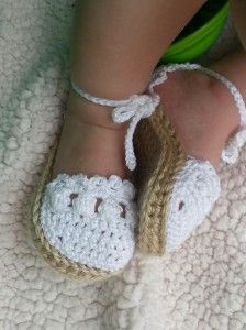 These gorgeous crocheted baby sandals could be yours!! #Giveaway at IsThatChocolateOrPoop.com