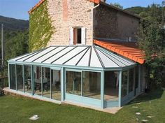 A 24 kms de Roanne, 28 kms de La Palisse,maison en pierre entièrement rénovée dans les Monts de la Madeleine,160 m2 sur 2 niveaux + combles aménageables 68 m2,3 chambres,bureau,véranda,cave,double garage,terrain clos arboré 3400 m2,au calme www.partenaire-europeen.fr/Annonces-Immobilieres/France/Rhone-Alpes/Loire/Vente-Maison-Villa-F7-SAINT-BONNET-DES-QUARTS-814499 #veranda