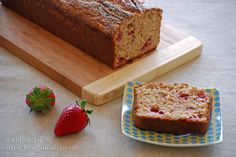 Sponge cake recipe of goat yogurt with strawberries http://www.directoalpaladar.com/postres/bizcocho-de-yogur-de-cabra-con-fresas-receta