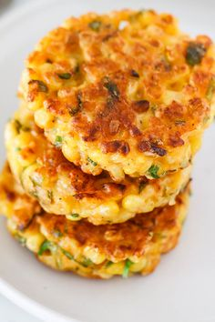 Corn Fritters Recipe - Crispy on the edges, soft in the middle and so delicious, a great side dish for a host of dinners! : Corn Fritters Recipe - Crispy on the edges, soft in the middle and so delicious, a great side dish for a host of dinners! Corn Fritter Recipes, Cheesy Corn, Vegetarian Recipes, Cooking Recipes, Chef Recipes, Dinner Recipes, Healthy Recipes, Corn Cakes, Corn Fritters