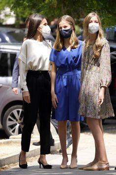 Princess Of Spain, Princess Sofia, Casual Work Outfits, Work Casual, Spanish Royalty, Estilo Real, Spanish Royal Family, Casa Real, Church Outfits