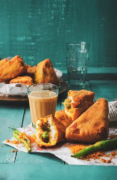 Mixed veg-paneer bread pakoda- popular Indian street food snack/breakfast best enjoyed with chutney/ketchup and piping hot tea. Savory Snacks, Snack Recipes, Cooking Recipes, Sandwich Recipes, Brunch Recipes, Cooking Tips, Breakfast Recipes, Indian Snacks, Indian Food Recipes