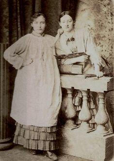 Kimberly Eve Musings of a Writer: Camille Claudel. Camille Claudel with friend and fellow artist Ghita Theuriet 1880 Auguste Rodin, Musée Rodin, Camille Claudel, Nogent Sur Seine, French Sculptor, Photo Portrait, Artists And Models, Portraits, Musa