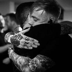 Mandatory pre show hugs with my friends. @samarchitects ❤️ inspired by @stygoc. @edmasonphoto