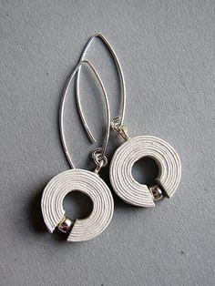 Newspaper earrings   by blureco