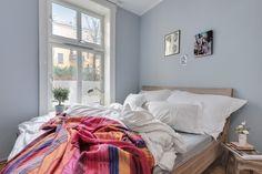 (1) FINN – GAMLEBYEN: Flott, lys og klassisk 3-roms m/soverom mot bakgård. Kjøkken fra 2008. Peisovn. God takhøyde (3 meter). Oslo, Comforters, Real Estate, Blanket, Places, Furniture, Home Decor, Modern, Rome