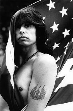 Steven Tyler - uh oh Music Icon, My Music, Rock N Roll, Grunge, Steven Tyler Aerosmith, Joe Perry, Portraits, Famous Faces, Rock Music