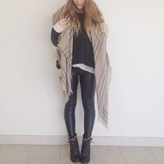 Love this #myaritzia by @livbrinks ft. our #Wilfred Coquette Scarf & #WilfredFree Daria Legging.